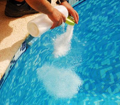 Quel produit pour l'entretien d'une piscine ?
